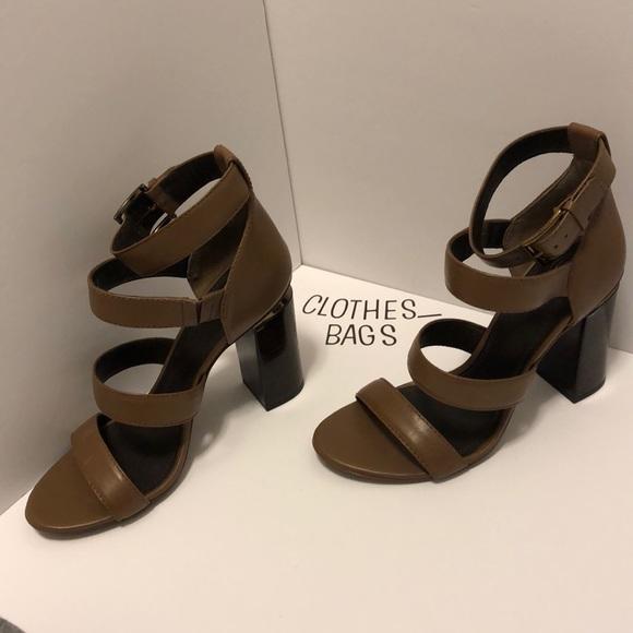 5201a3069 Tory Burch Women s Sandals Sz 9